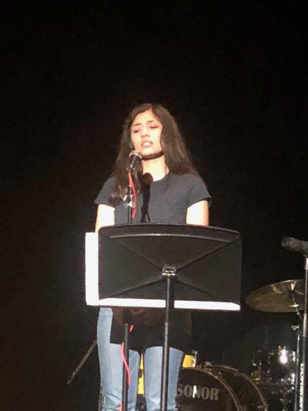 Anevay singing a song